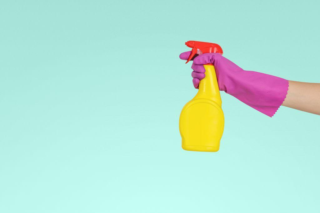 Професійні миючі засоби проти побутових. Економія, ефективність, безпека.