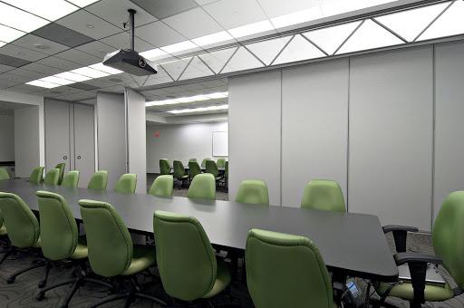 Преимущества установки передвижных стен в офисах